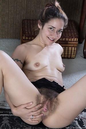 Brunette Girls Porn Pictures