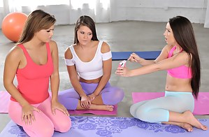 Yoga Girls Porn Pictures