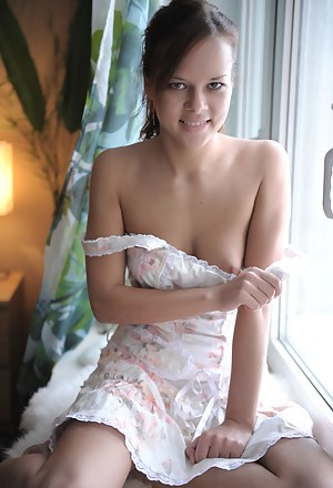 Girls Undressing Porn Pictures